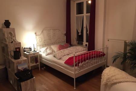 großes Privatzimmer in netter Wohngemeinschaft - Rosenheim - Apartamento