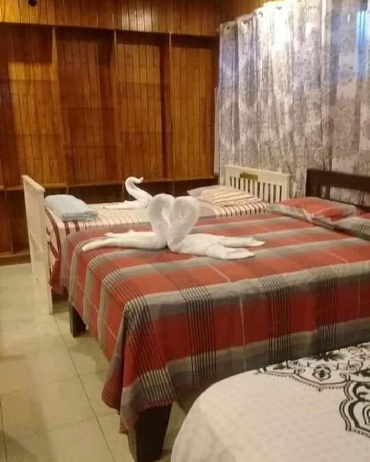 Hab. 5 cama  dobles  familiares y grupo de trabajo