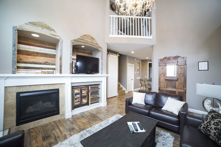 Alpenglow` SW Chamberlain Avenue, The Bluffs, 4 bedrooms, 3 full bathrooms, 1,975. sq. ft., sleeps 8, 1 king, 3 queens, A/C, WiFi, pet friendly w fenced yard, hot tub, 1 king, three queens