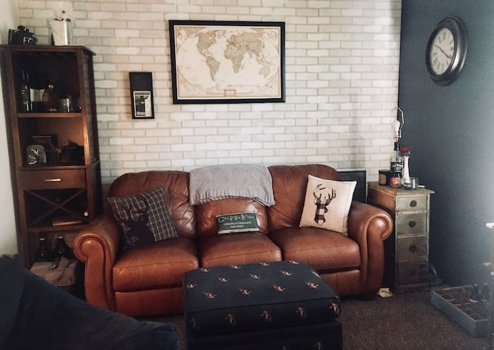 Cute, cozy, and clean apt. near downtown!