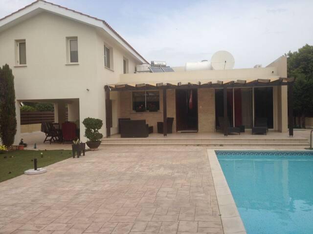 Частная Вилла с бассейном - Перволия, Ларнака - Larnaca - Villa