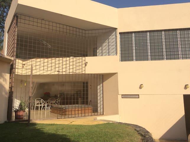 Habitaciones independientes en Fracc. privado