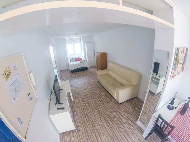 Lovely Studio Loft + Terrace + Fiber + Netflix