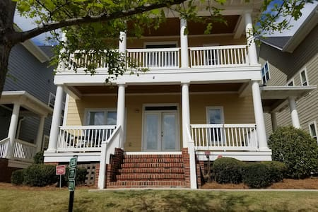 Sunny Riverfront Townhouse - Master's Retreat - North Augusta - Byhus