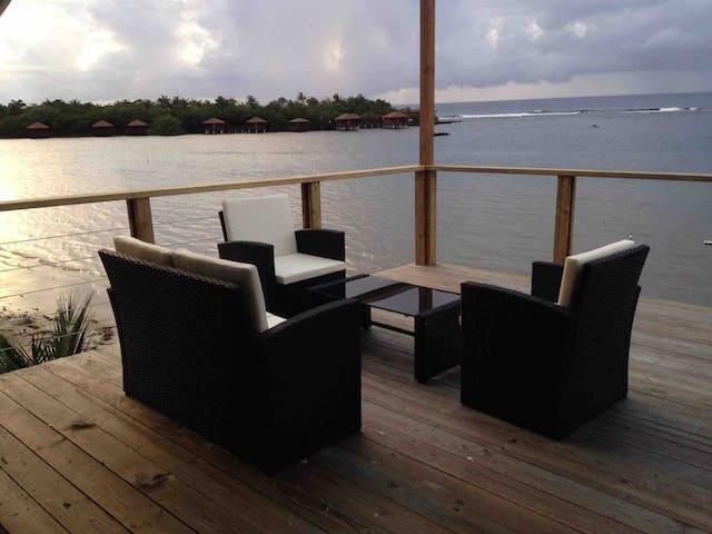Beachfront house w/private dock & beautiful views!