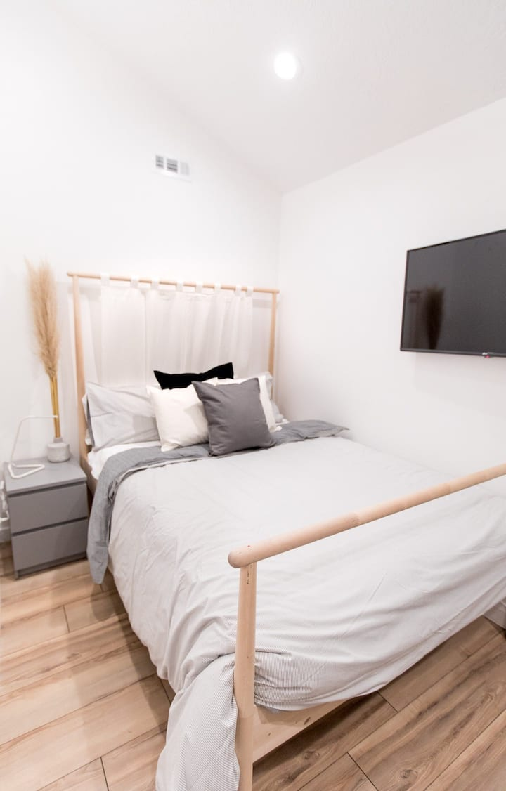Contemporary, Cozy Studio Downtown Salt Lake City