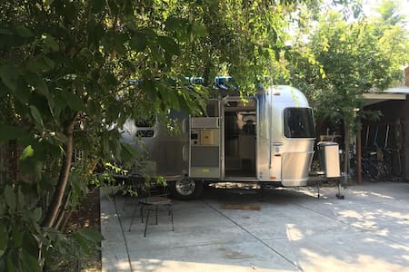 Amazing Airstream in private garden