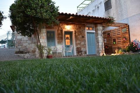 Esperides Cottage near sea with private garden