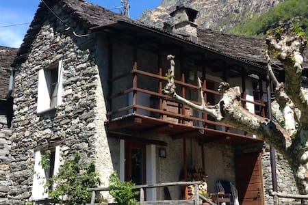 Tipico rustico verzaschese in sasso - Lavertezzo - Huis