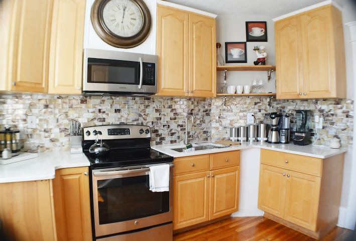 COZY PRIVATE 3 BEDROOM APARTMENT HIGH END SLEEP 6 - Roanoke - House