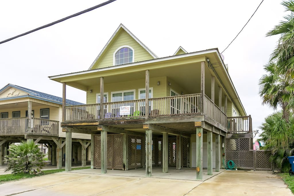 This 4BR / 4BA beach beauty is ready for you in Port Aransas, Texas.