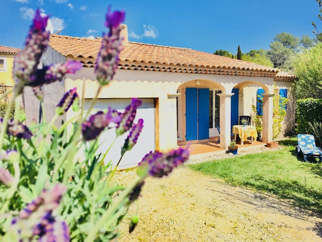Charming Provençal Villa with Pool nearby