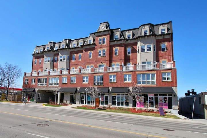 Big and bright 2 bedroom condo - Aurora - Condominium