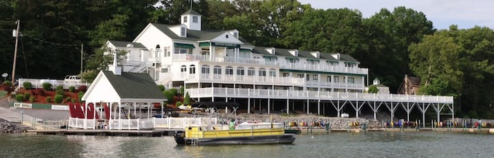 The Tennessee Waltz - Mountain Harbor Inn Resort on the Lake