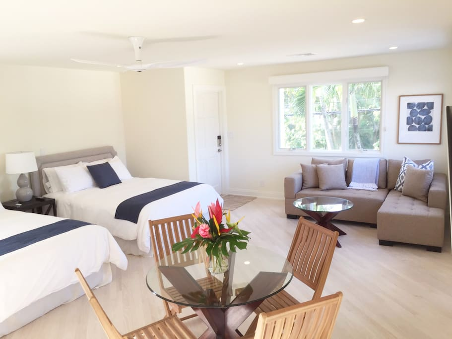 Beautiful second floor private entrance Studio: Lanikai Sunrise Villa