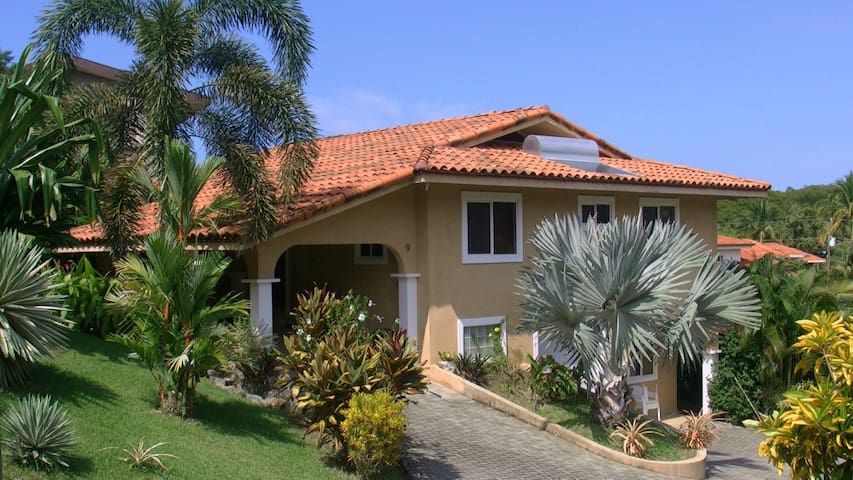 Beautiful quiet 2 bedroom apartment - Playa Hermosa - Leilighet