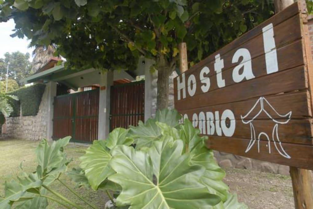 Entrada al Hostal San Pablo