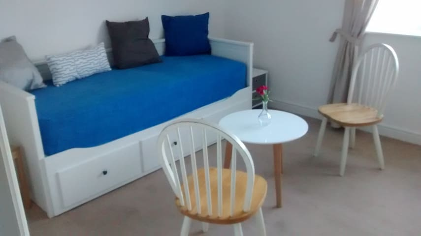 Brandnew furnished guestroom with optional extras