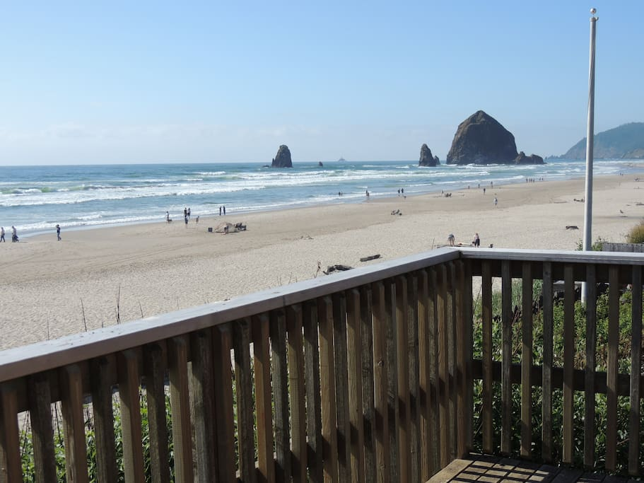 Oceanfront home in cannon beach isabel house houses for Beach house rentals cannon beach