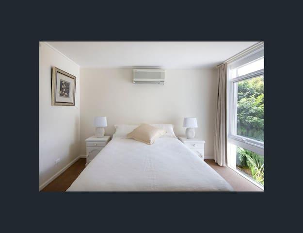 Private en-suite in 4 bedrooms house