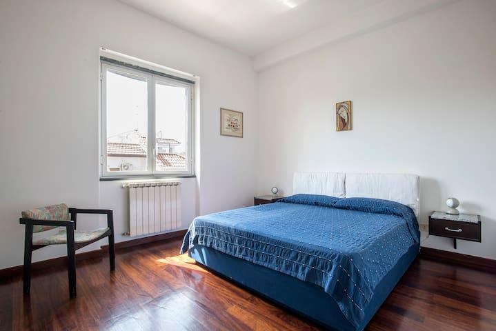 camera letto matrimoniale 1