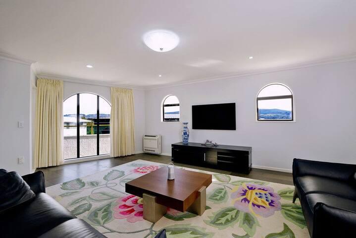 Spacious lounge room