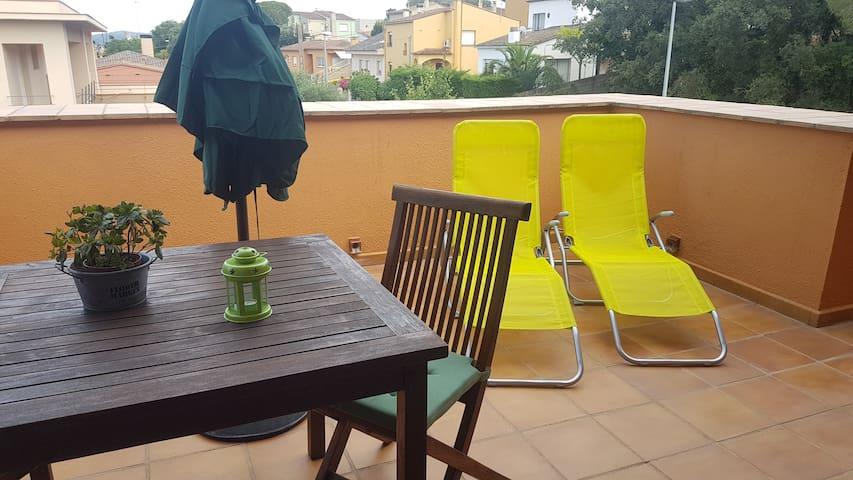 Estudio con terraza y piscina en la Costa Brava