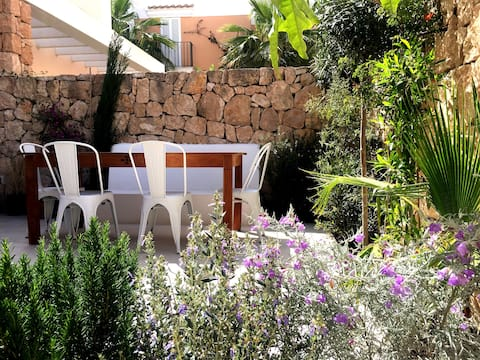 CASA WITH PRIVATE POOL, 10 MN WALK TO BEACH