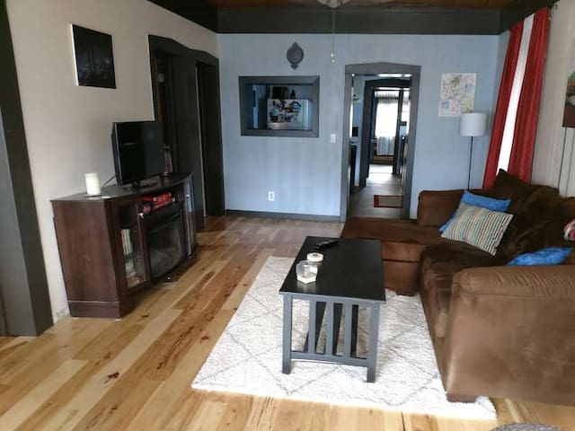 Cute bungalow in Canon City, CO! (pet friendly)