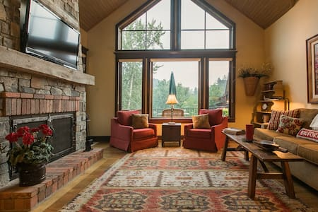 3 riverfront homes w/private hot tub, outdoor fire, shared tennis