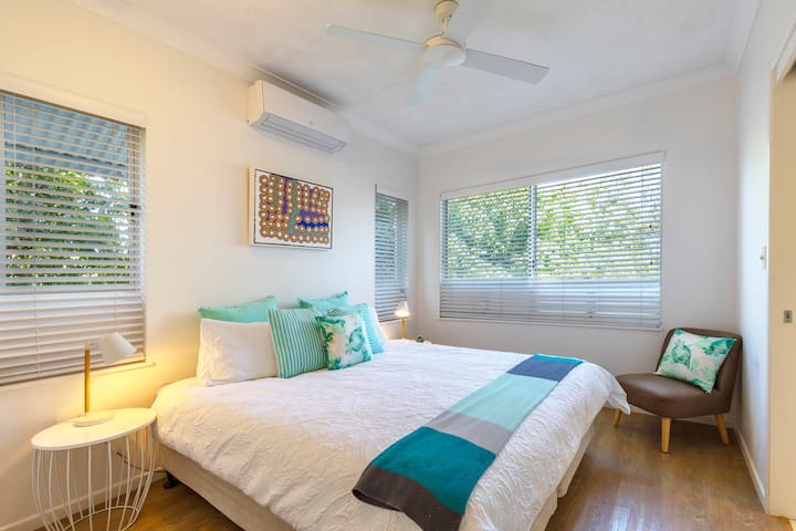 2nd bedroom with king size bed which can be separated into 2 king single beds