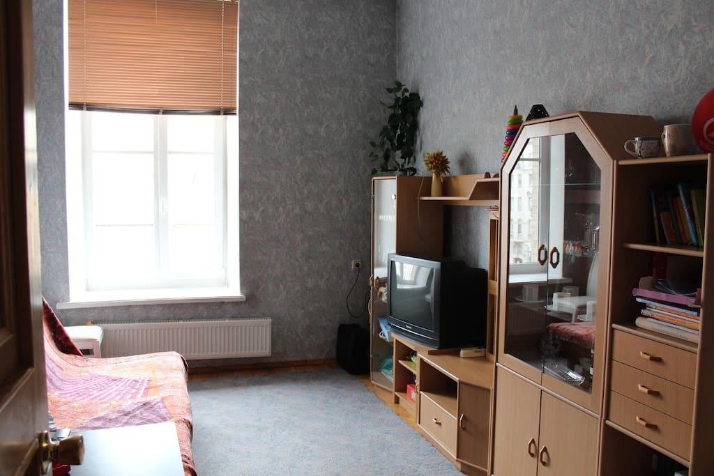 Спальня-2, телевизор + шкаф