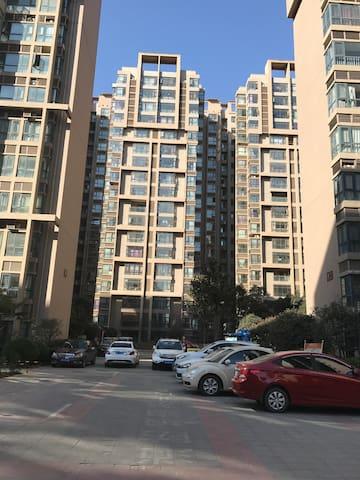 神秘东方的陶泥体验,干净清爽简洁的空间,两千平的公共花园, - Xinxiang - Apartment
