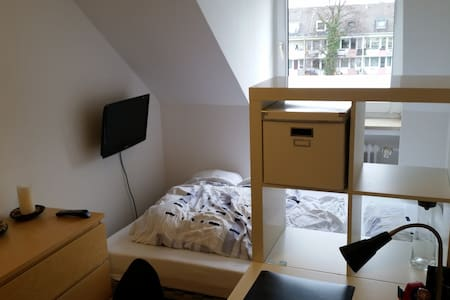 Lovely room in Laim - close to the city center - Münih - Daire