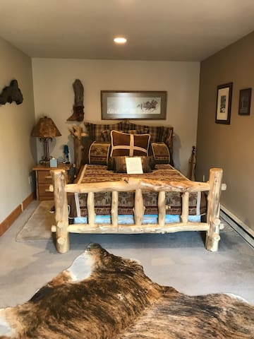 Prince Creek Queen Suite + Horse Boarding Extra