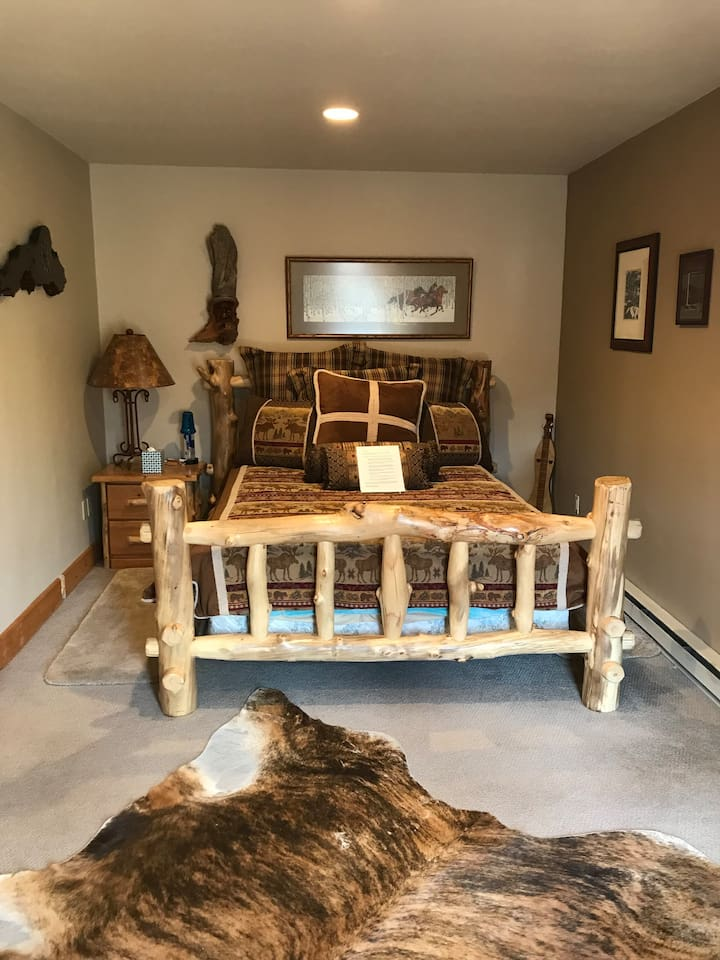 This is a queen size bed, and only half the room is showing here.  The private bathroom is large and newly added.  The entry into Queen Suite is also private.