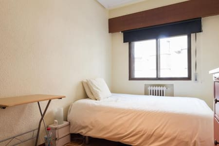 Double bed, Retiro Park and Downtown (we speak EN) - Madrid