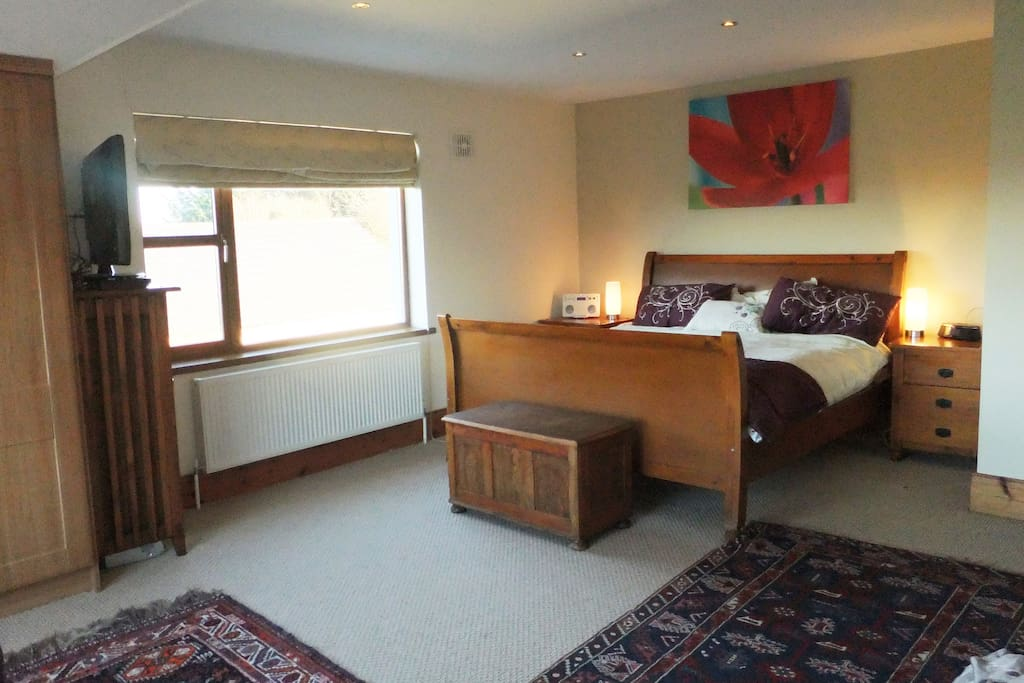 Main bedroom with en-suite. Super king size bed with TV