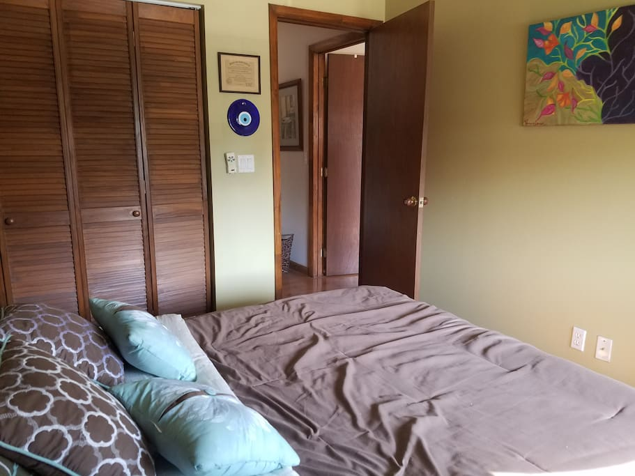 BEDROOM WITH QUEEN BED WITH A NIGHSTAND, FULL CLOSET