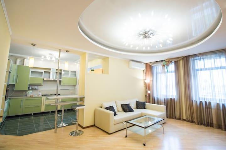 Трехкомнатная на Димитрова - Barnaul - Apartment
