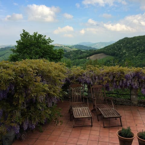 Beautiful views from Il Rustico 45 mins from Parma - Magrignano - Huis
