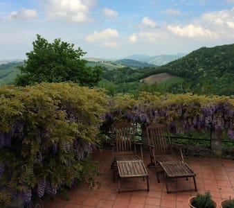 Beautiful views from Il Rustico 45 mins from Parma - Magrignano