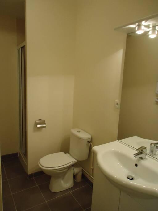 La salle de bains indépendante