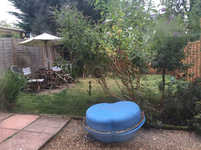 Flat w/ own back garden, 20 min to Central London - London - Apartment