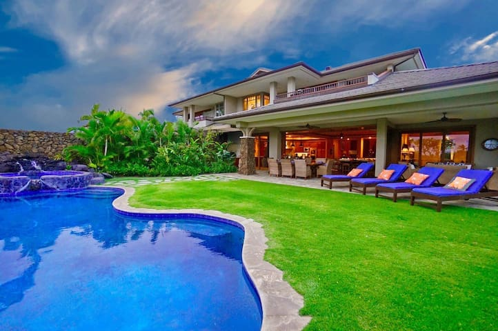 Kaunaoa 10B - Luxury 4 Bdrm Home with Private Pool & Hot Tub!