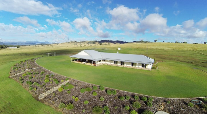 Dumaresq Homestead - Rural Luxury