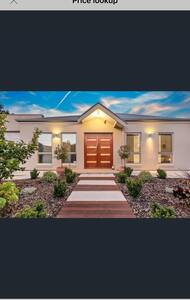 The Modern Room in a modern house minutes from CBD - Fullarton