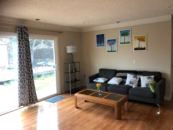 Very nice room in Evergreen location