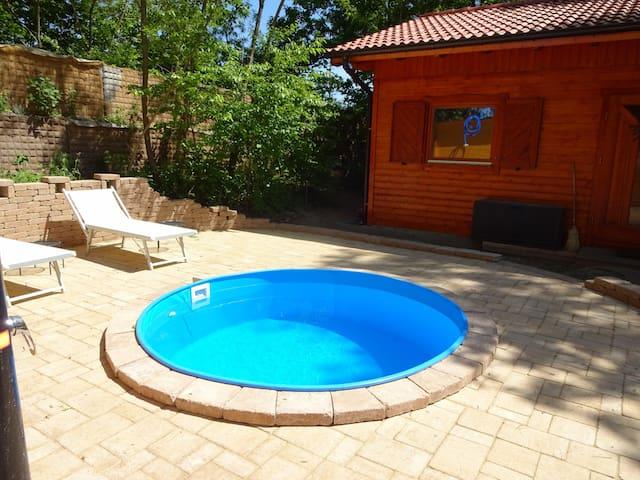 Haus in Berlin mit Spielgeräten, Pool und Sauna