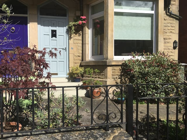 Spacious rooms for 4 in central Harrrogate